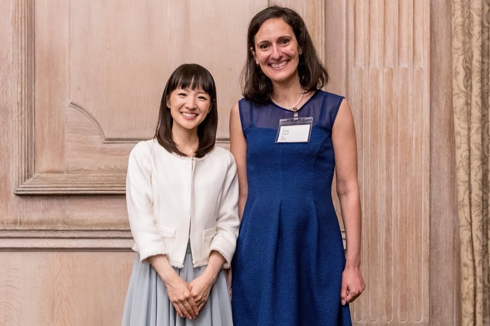 Marie Kondo et Nadia lors du séminaire de formation à Londres, 2018